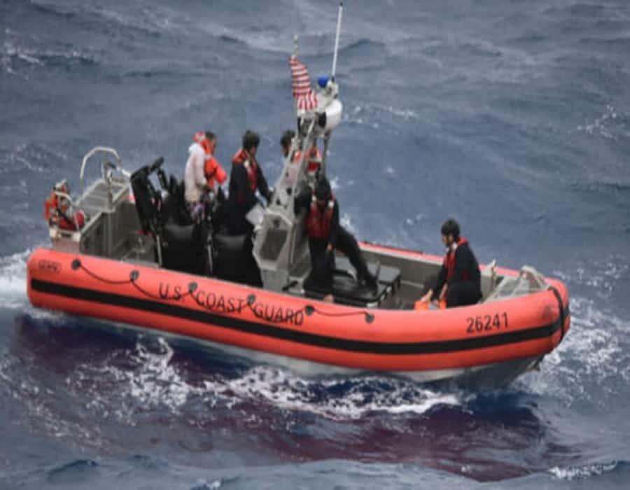 Barco pesquero rescata a 13 balseros cubanos a la deriva cerca del estado de Quintana Roo, México