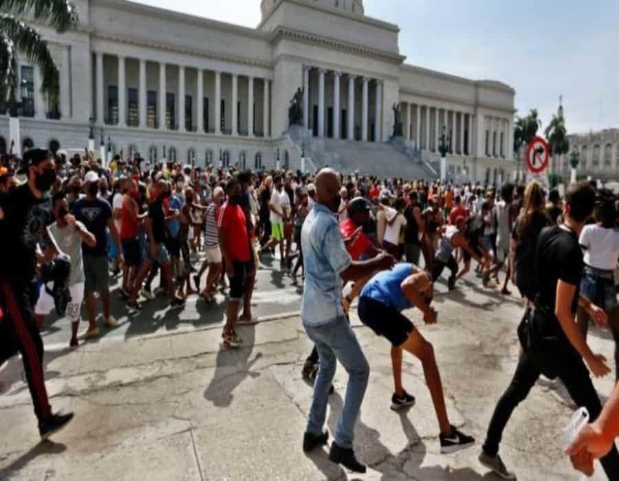 Menéndez: ¿A España le importan más sus inversiones que los derechos humanos en Cuba?