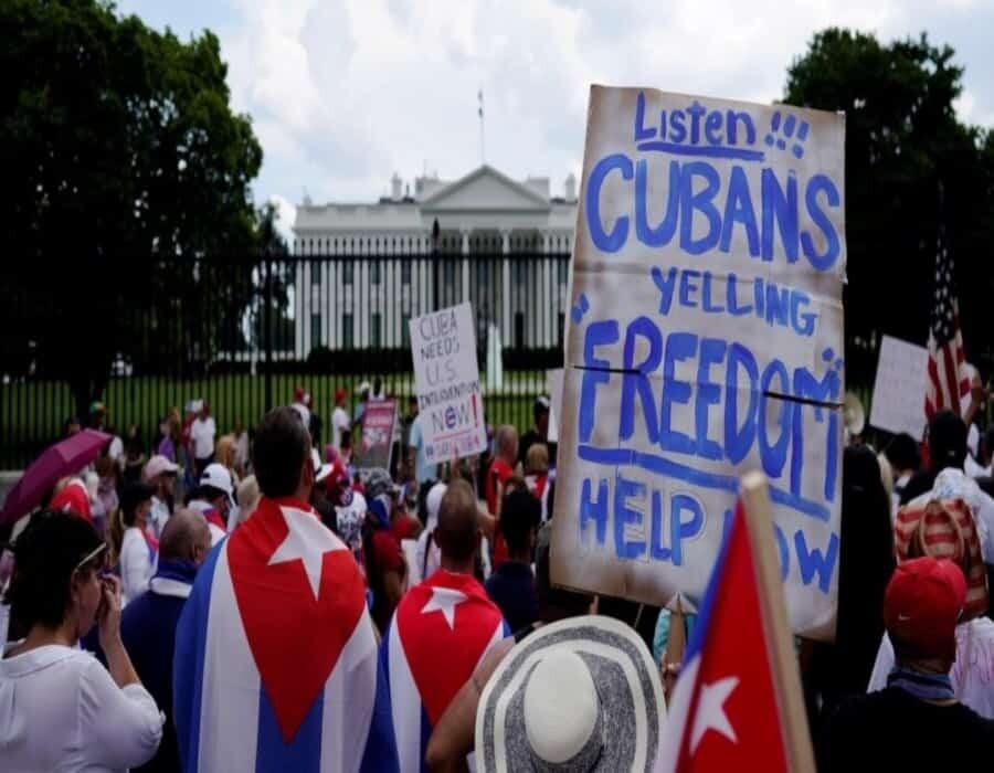 La caravana de cubanos llegó a Washington y protesta frente a la Casa Blanca contra la dictadura castrista