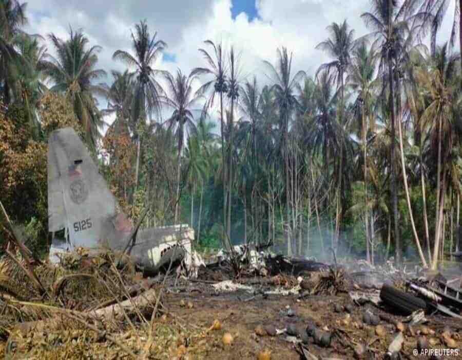 Filipinas: Sube a 29 el número de muertos en accidente de avión militar
