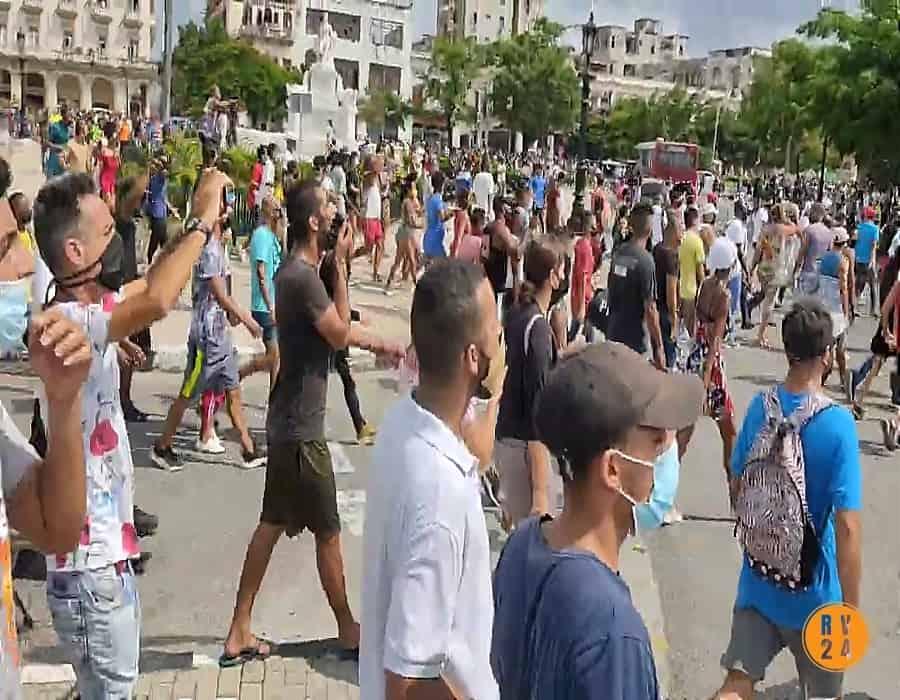 Segundo día de protestas en Cuba; el pueblo sigue en las calles a pesar de la violenta represión del régimen