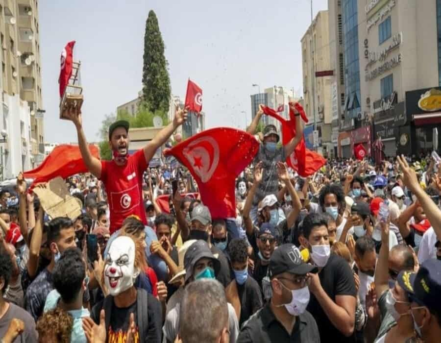 Presidente de Túnez destituye al primer ministro y suspende el parlamento luego de masivas protestas por coronavirus