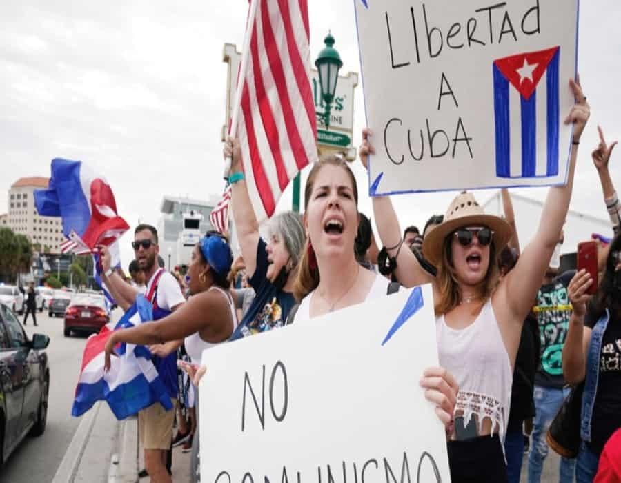 ¿Qué queremos? Libertad. Cubanos marchan en Miami exigiendo cambios en la isla