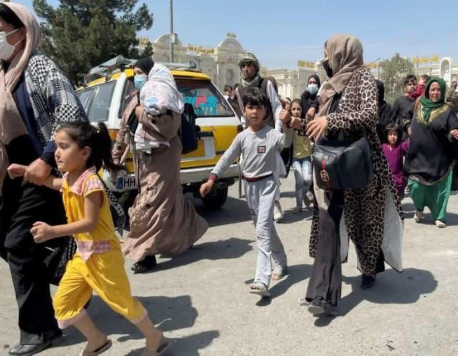 Eruditos islámicos decidirán el papel de las mujeres en Afganistán: alto dirigente talibán