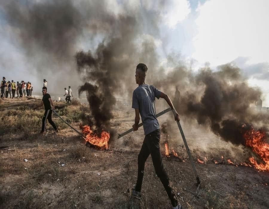 Israel bombardea a Hamas en Gaza, tras choques en una nueva protesta en la frontera