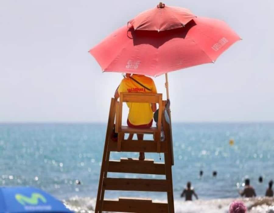 Un salvavidas muerto y ocho heridos al caer un rayo en una playa de New Jersey