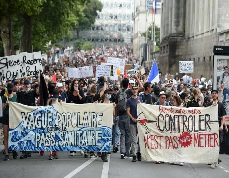Así fue la octava jornada de las protestas en Francia contra el pase sanitario