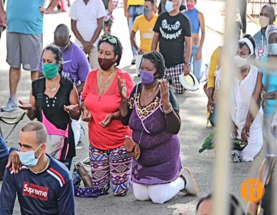 """Madres cubanas inician cadena pública de oraciones; """"¡Dios cubra a nuestros hijos con un manto de sanidad!"""""""