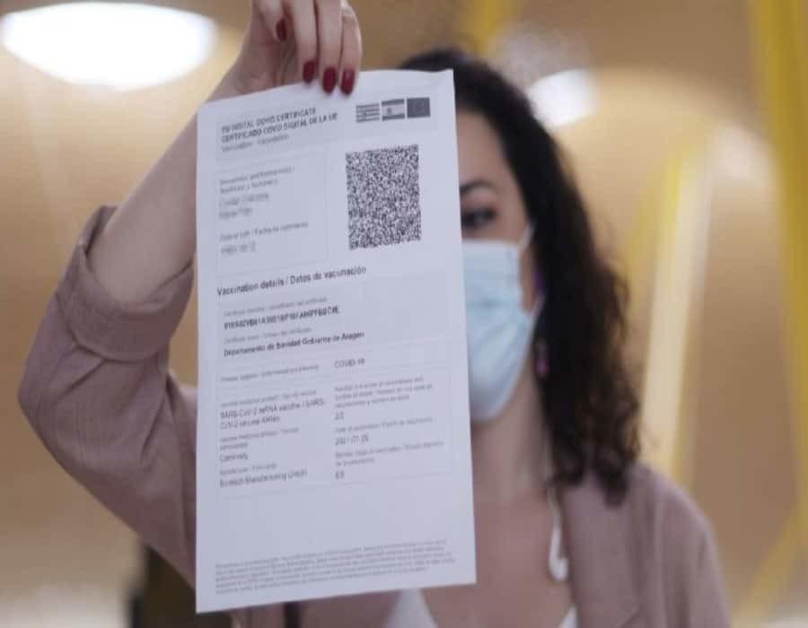 Exigir a los clientes que se vacunen pronto podrá acarrear multas de $5,000 en la Florida