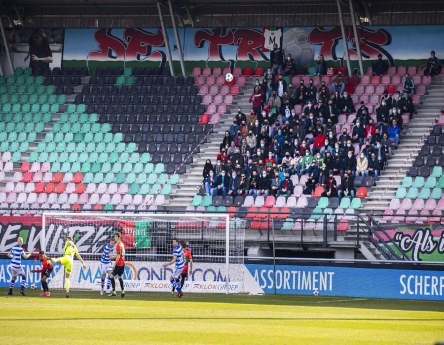 ¡Qué peligro! Se desploma la grada de un estadio en la Eredivisie durante una celebración