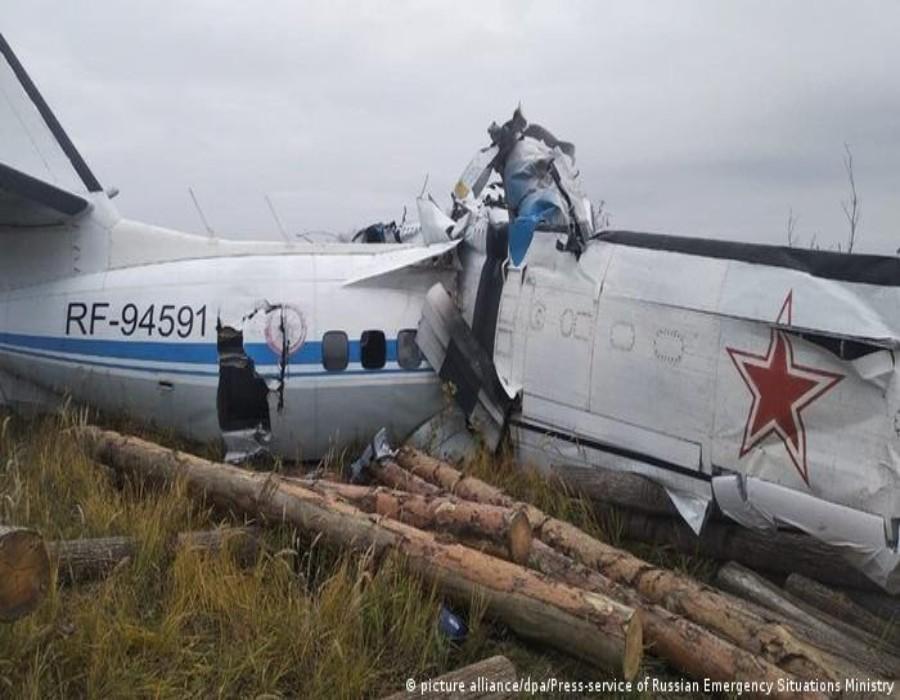 Al menos 16 personas mueren al estrellarse un avión en Rusia